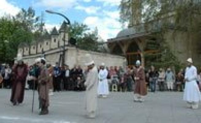 Hz. Mevlana Yarin Temsili Törenle Konya'ya Ugurlanacak