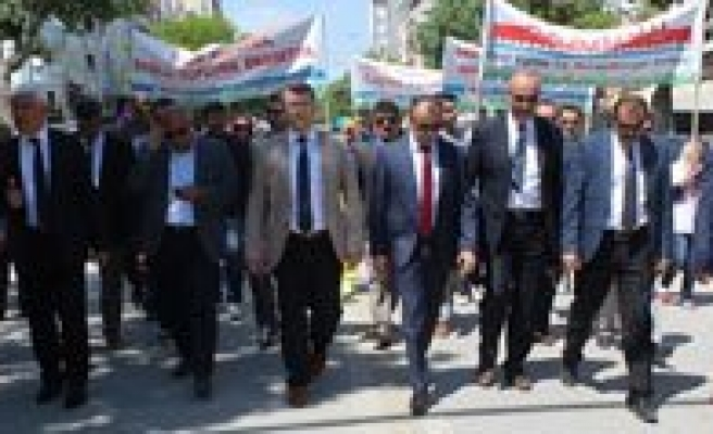 """Engelliler Haftasi Dolayisiyla Karaman'da """"Biz De Variz"""" Yürüyüsü Düzenlendi"""