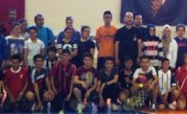 Gençlik Haftasi Badminton Müsabakalari Sona Erdi