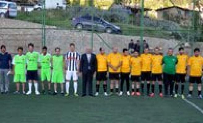 Sariveliler'de Hali Saha Futbol Turnuvasi