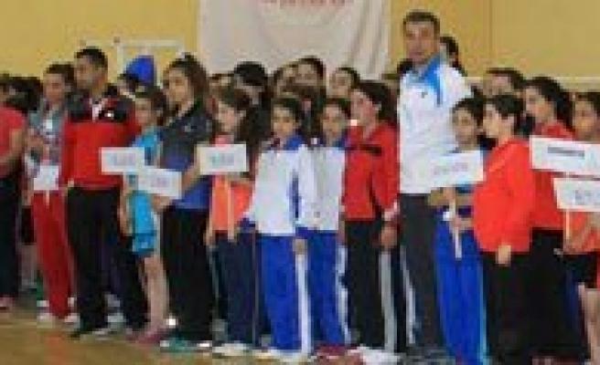 Badminton Küçükler Türkiye Sampiyonasi Karaman'da Basladi