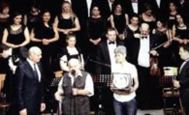 Milli Sairimiz Bekir Sitki Erdogan Sarkilarla Anildi