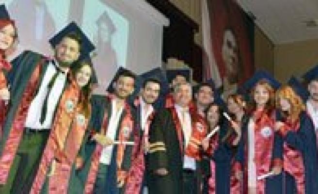 KMÜ Mühendislik Fakültesi Ilk Mezunlarini Verdi