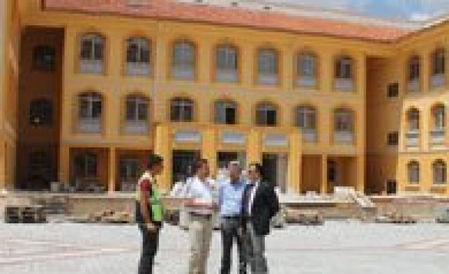 Sultanoglu, Yapimi Devam Eden Okul Insaatlarinda Incelemelerde Bulundu