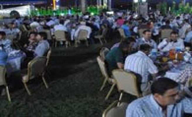 Karaman Ticaret Borsasindan Üyelerine Iftar Yemegi