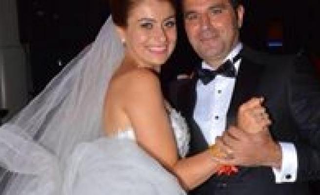 Güzel Bir Dügünle Evlendiler