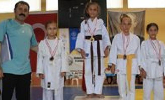 """Judo'da """"Hosgörü Ve Sevgi"""" Kazandi"""