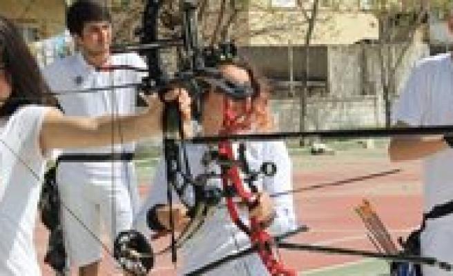 Il Spor Merkezleri Okçuluk Antrenmanlari Devam Ediyor