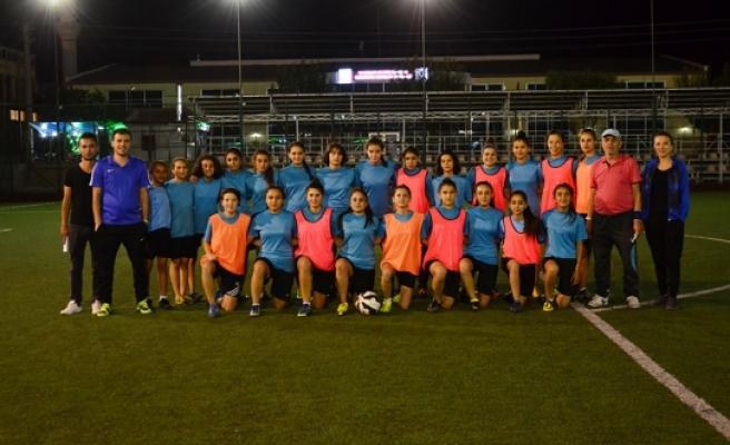 Bayan Futbolcular Hikmet Doğan Anısına Mücadele Edecek