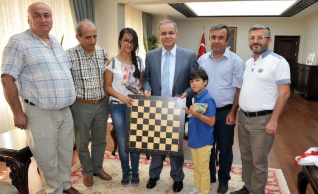 Türkiye Satranç Federasyonu Karaman İl Temsilciliğinden Vali Tapsız'a Ziyaret