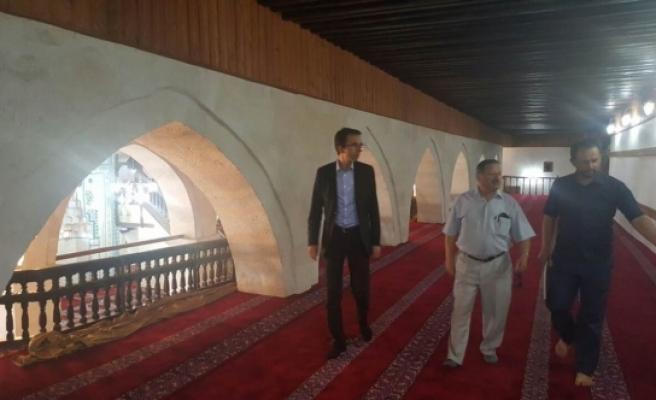 Vakıflar Bölge Müdürü Genç, Ulu Cami'yi İnceledi