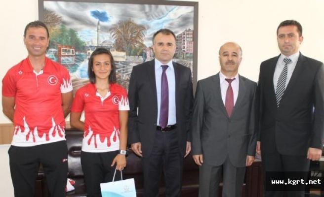Balkan Şampiyonu Fatma Sezer'den Sultanoğlu'na Ziyaret