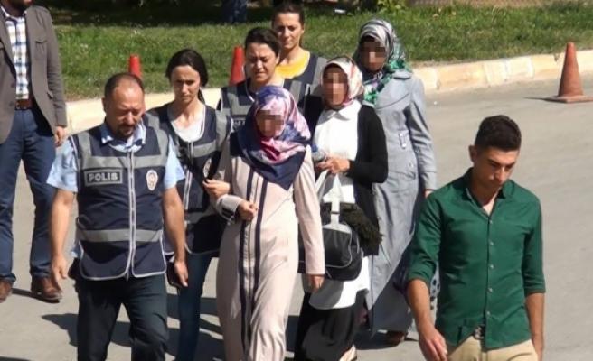 Karaman'da Fetö'den Gözaltına Alınan 3 Kadın Öğretmen Adliyeye Sevk Edildi