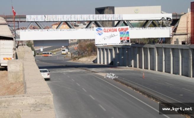 48 Ayda Asma Köprü Yapılıyor. Bizim Üst Geçit Bir 6 Ay Daha Sürer