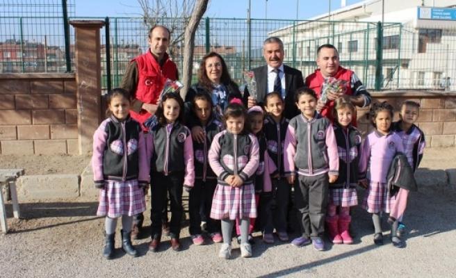 Karaman Gençlik Merkezi'nden Öğretmenlere Karanfil