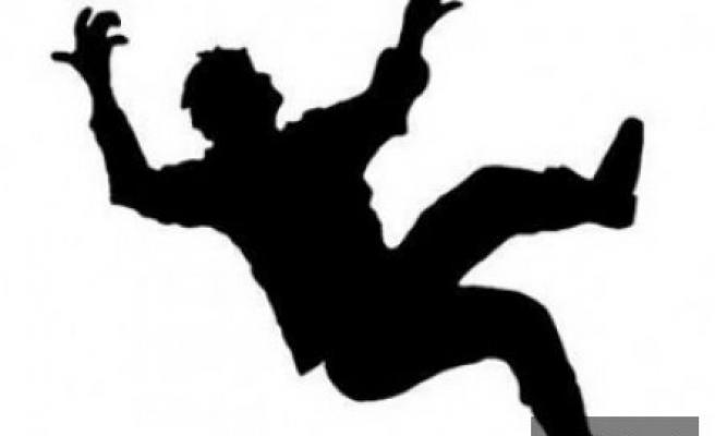 Karaman'da Çatıdan Düşen Kişi Öldü