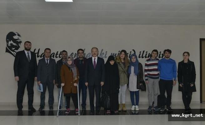 KMÜ'de Engelli Öğrencilerin Rektör Gökmen'i Ziyareti
