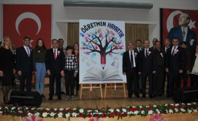 """Vali Tapsız: """"Öğretmenlerimiz Sevgi Bahçesinin Bahçıvanlarıdır"""""""