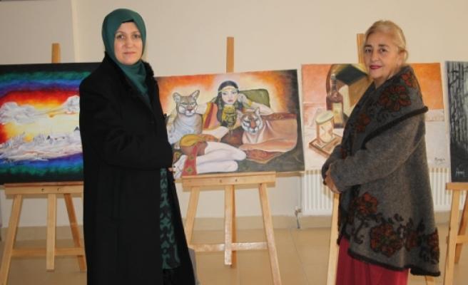 Dr. Ayşe Tapsız Çolakoğlu'nun Resim Sergisini Gezdi