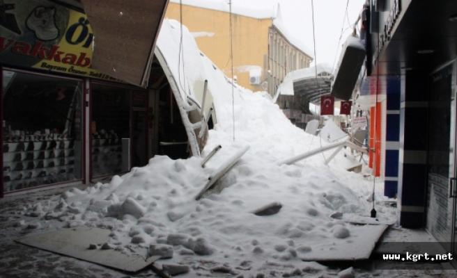 Karaman'da Çatı Ve Ağaçlar Karın Ağırlığına Dayanamadı