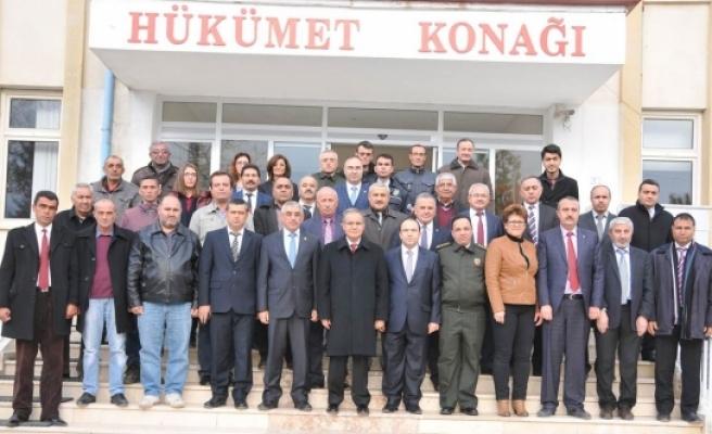 Vali Tapsız Kazımkarabekir'de Muhtarlarla Bir Araya Geldi