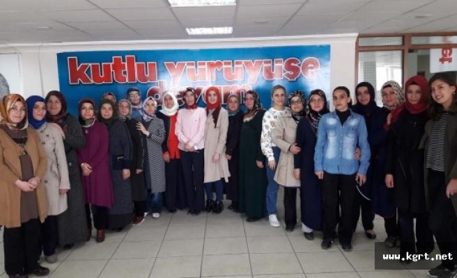 AK Kadınlar Çat Kapı Çalışmalarını Sürdürüyor