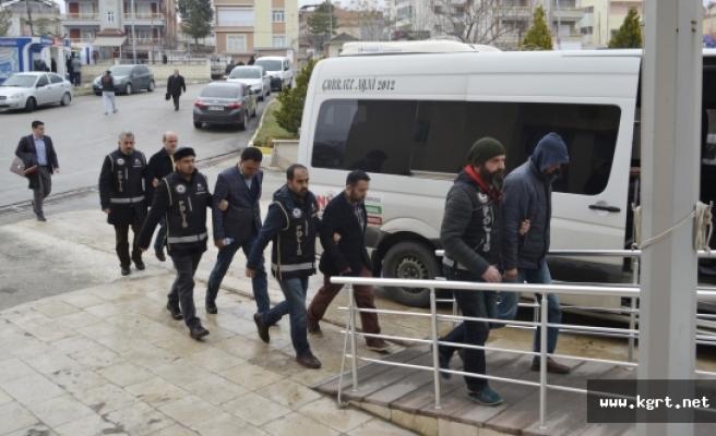FETÖ'den Gözaltına Alınan 4 Kişi Adliyeye Sevk Edildi