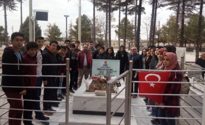 Şehit Halisdemir'in Kabrini Ziyaret Ettiler