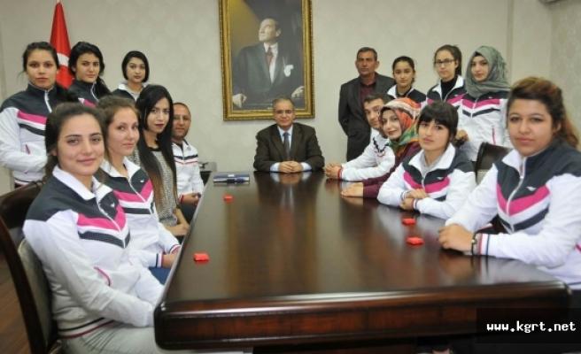Vali Tapsız'a Kadirli Hemşerilerilerinden Sürpriz Ziyaret