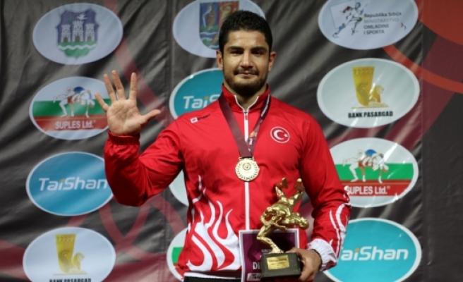 KMÜ'lü Güreşçi Taha Akgül Avrupa Şampiyonu Oldu