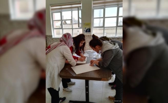 Liseli Öğrenciler Küçüklere Oyuncak Yaptı