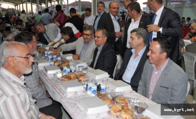 Larende Mahallesi'nde İftar Sofrasına Vali Tapsız'da Konuk Oldu