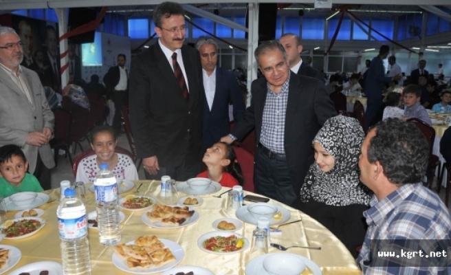 Vali Tapsız, İyilik Sofrasında Mültecilerle Bir Araya Geldi