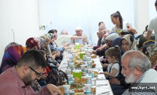 Yeşildereliler Derneği'nden Şehit Ve Gazi Aielerine İftar