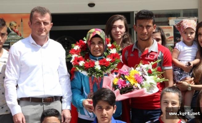 Torun Sahibi Olimpiyat Üçüncüsü Judocu Memleketinde Çiçeklerle Karşılandı