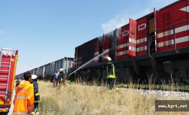 Yük Treninin Lokomotifinde Çıkan Yangın İtfaiye Tarafından Söndürüldü