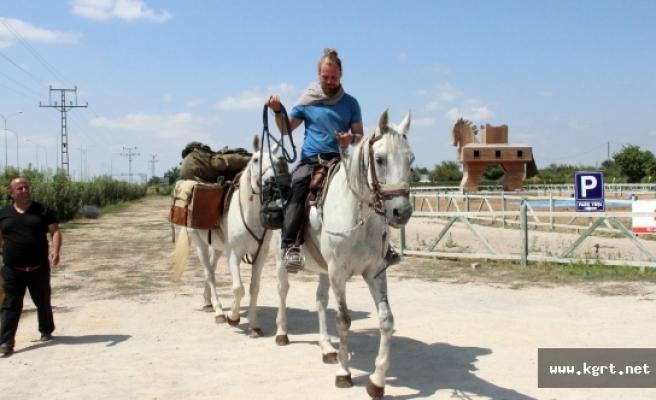 Polonya'dan Kudüs'e At Sırtında Hac Yolculuğu