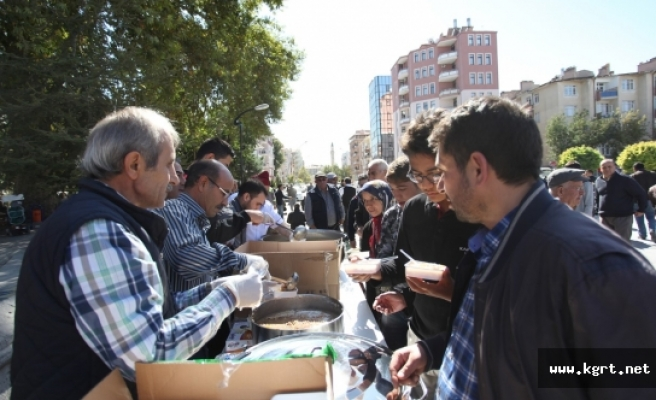 Özel Karadağ Anadolu Lisesi Aşure Dağıttı