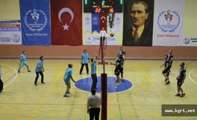Karaman'da Öğretmenler Günü Voleybol Turnuvası Sona Erdi