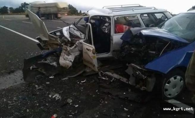 Karamanlı Sürücüler Mut'ta Kafa Kafaya Çarpıştı. Neyseki Kaza Ucuz Atlatıldı