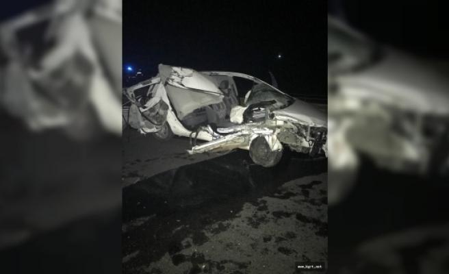 Otomobil Traktör Römorkuna Çarptı: 1 Ölü, 2 Yaralı