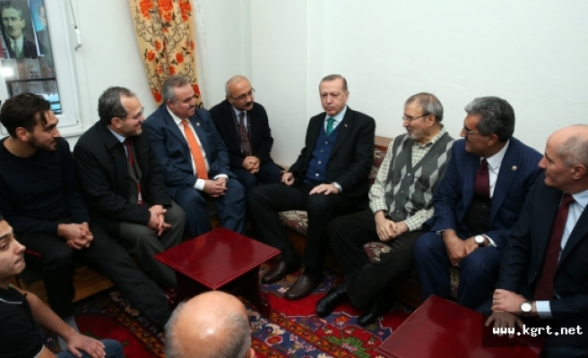 Cumhurbaşkanı Erdoğan, Gurbetçi Aileyi Evinde Ziyaret Etti
