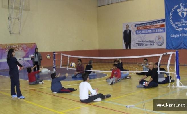 Karaman'da Özel Yaşam Paylaşım'dan Bedensel Engelli Sporculara Jest