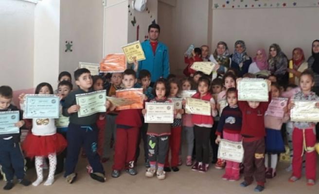 Kur'an Kursu Öğrencileri Atletizm'de Başarı Belgelerini Aldı