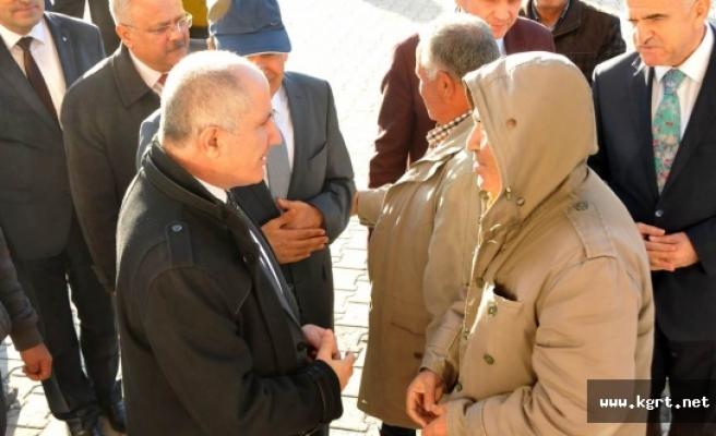 Vali Meral Akçaşehir Kasabasında Vatandaşlarla Bir Araya Geldi