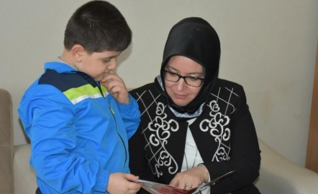 Evde Eğitim Gören Öğrencilerin Karne Sevinci