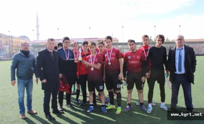 Okullar Arası Gençler Futbol Müsabakaları Sona Erdi