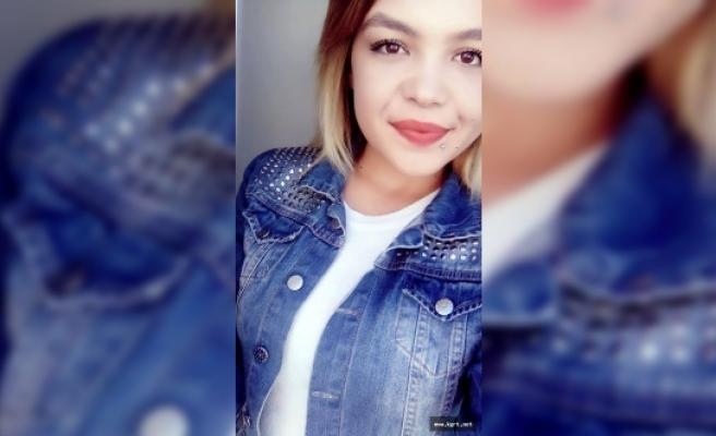 Parkta Öldürülen Genç Kız Son Yolculuğuna Uğurlandı