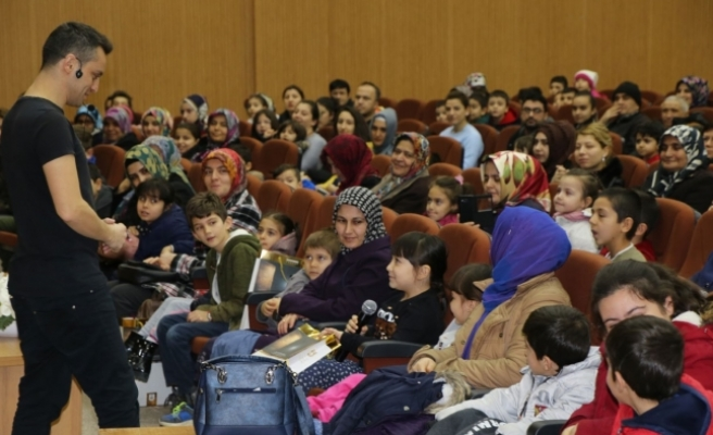 Yüzlerce Çocuk Tiyatro Etkinliğinde Doyasıya Eğlendi