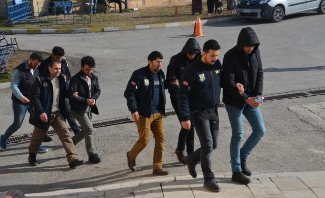 FETÖ/PDY Operasyonunda Adliyeye Sevk Edilen 4 Şüpheliden Biri Tutuklandı